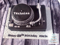DJ turntaable cake