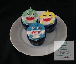 Baby Shark cupcakes