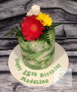 Green watercolour cake with bouquet