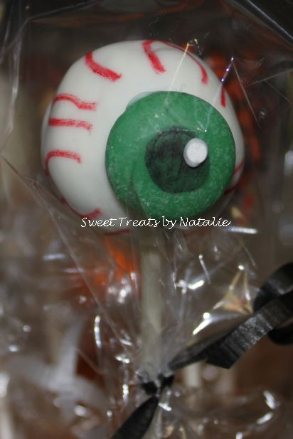 Eyeball cake pop