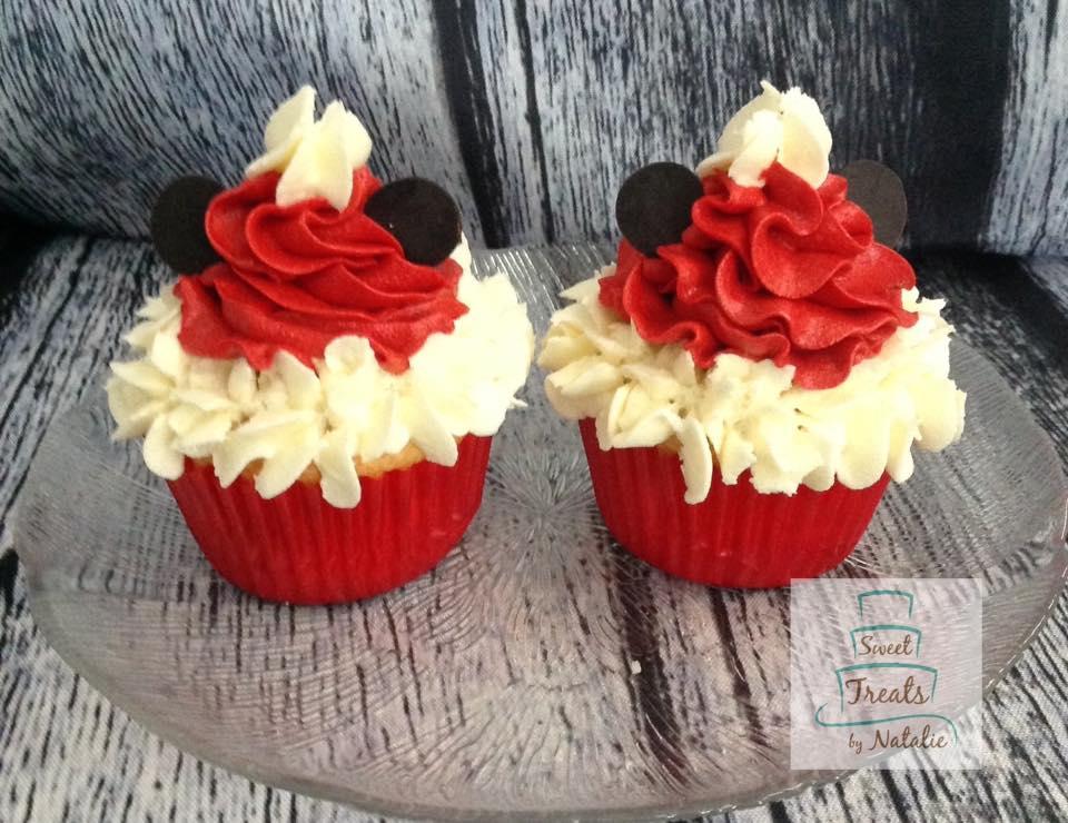 Christmas Mickey Mouse cupcakes