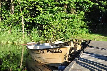 Łódki przy pomoście - Ośrodek wypoczynkowy Kaletka, jezioro Gil Wielki, Pojezierze Iławskie, Mazury