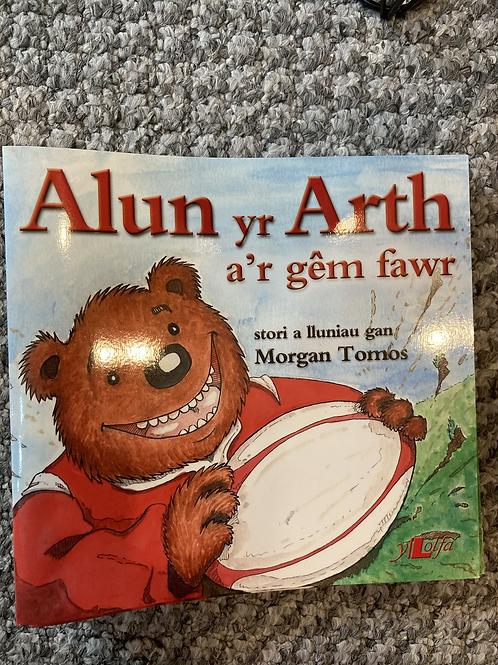 Cyfres Alun yr Arth