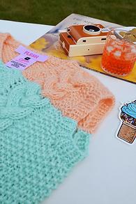 flesh-knitwear-vest-peach-blue.png