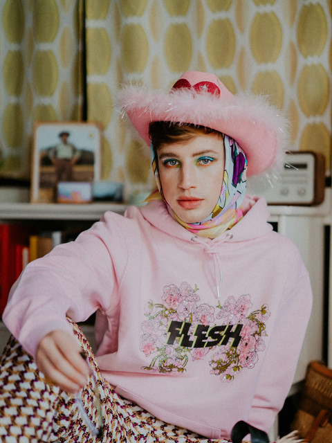 Flesh-official-aw20-rosa-hoodie-norsk-ti