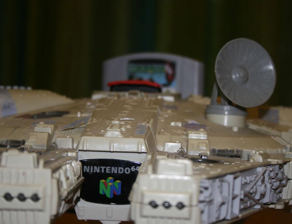 Millenium Falcon N64 - 2.JPG
