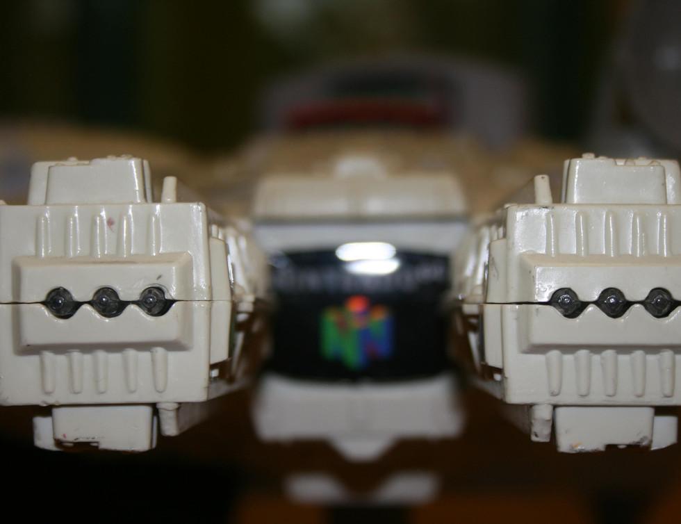 Millenium Falcon N64 - 5.JPG