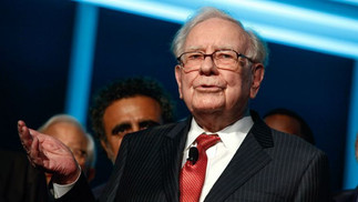Berkshire's Buffett loses top real estate agent to huge rival