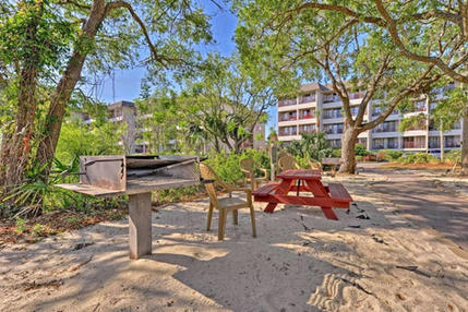 Picnic and Grill Area at Hilton Head Beach and Tennis Resort