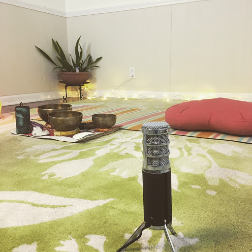 Olga Chwa's teaching studio is ready: USB microphone, singing bowls and a meditation cushion.