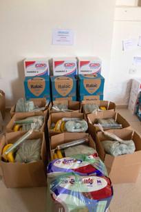 Cestas básica e caixas de leite para doações