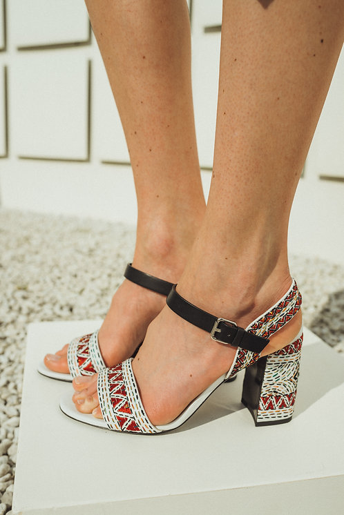 Sandal heels with color stitching