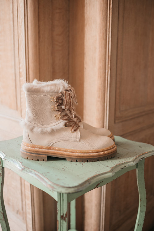 AGL boots - white/fur