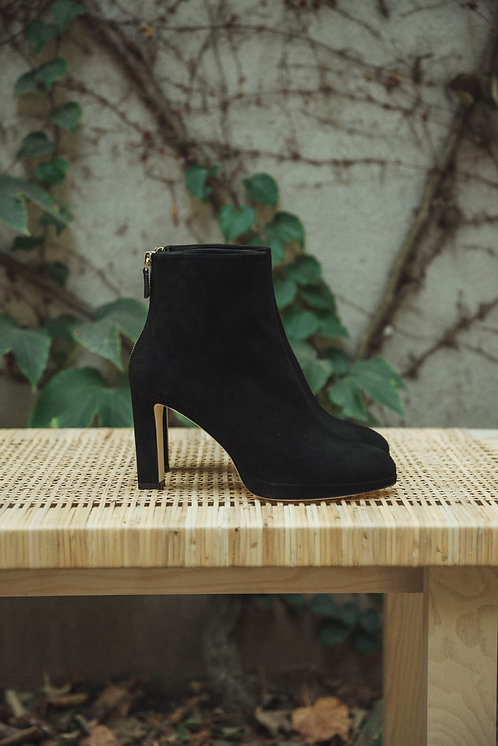 Stuart Weitzman ankle boots suede black
