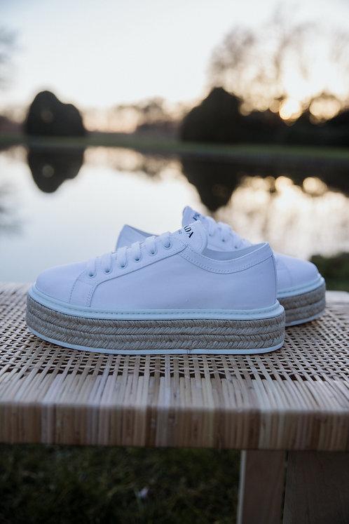 Prada sneakers wit koord