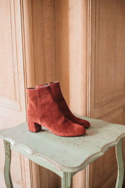AGL boots - red suede