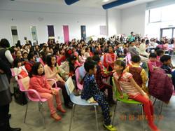 學生、家長和來賓歡聚一堂   As students, parents