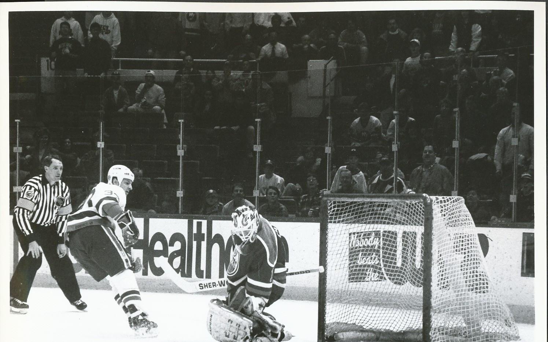 1993 Benoit Hogue Islanders Ron Tugnett