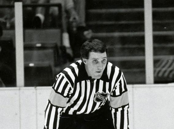 1986 Paul Stewart NHL Referee 4x6.jpg