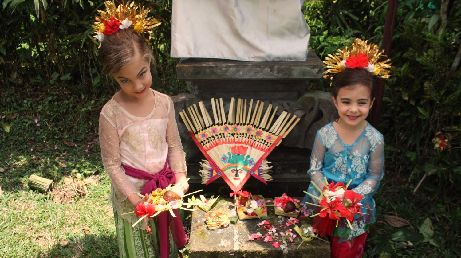 Balinese Dress Up! (we love kids)