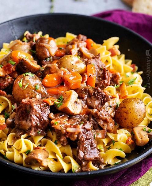Best-Crockpot-Beef-Bourguignon-bowl-768x