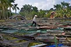 Vietnam_Boat_Man.jpg