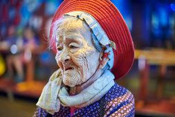 Vietnam_Oldlady.jpg