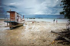 Thailand_Beach_Boat.jpg