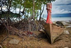 Thailand_Beach_Boat_red.jpg