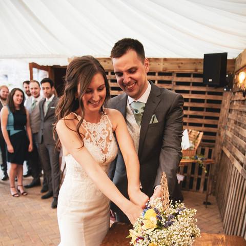 Emma and James wedding cake cutting_web.