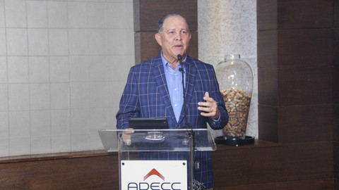 Carlos Azar Presidente ADECC