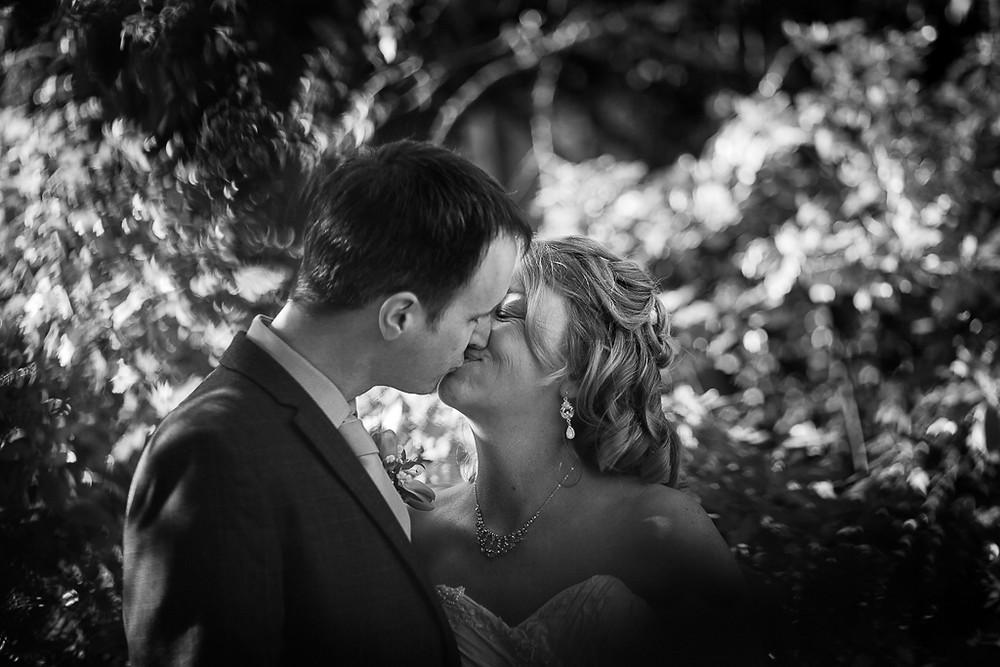 Lisa & Quentin's wedding in Swindon, wedding photography by Taz Rahman