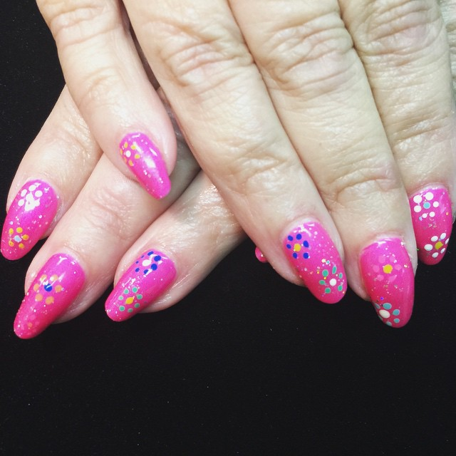 Time for your favorite vacation nails! #BestClientsInTheWorld_#retro #pink #polished #polish #nailgl