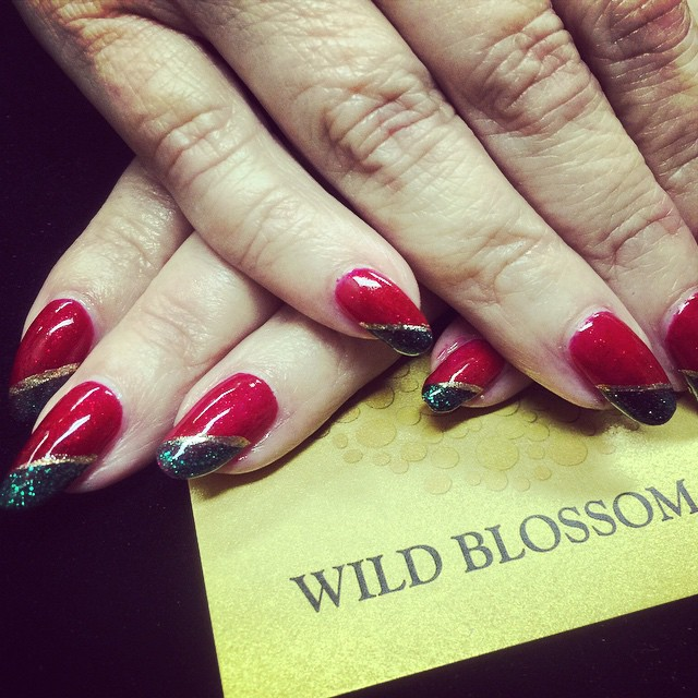 Christmas nails are always a pleasure! #nailswag #nailglitter #nails #christmas #holidaynails #wildb