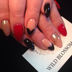 Looks like your defiantly ready for Vegas! _helenevie_e #wildblossomspa #wildblossom #wild #nails #n