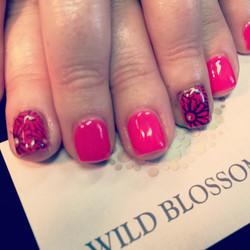 Love the daisy!  #BestClientsInTheWorld_#daisy_#nails #nailglitter #nailswag #perfect10 #wild #wildb