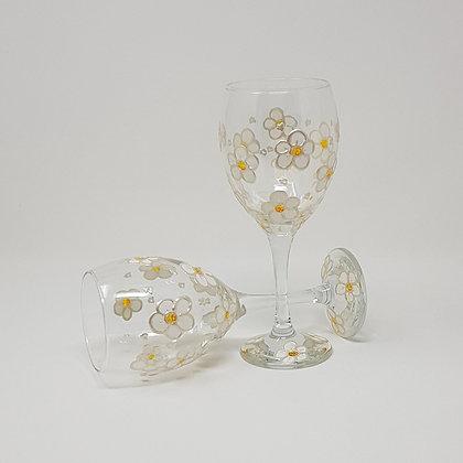 Wine glasses: Daisy