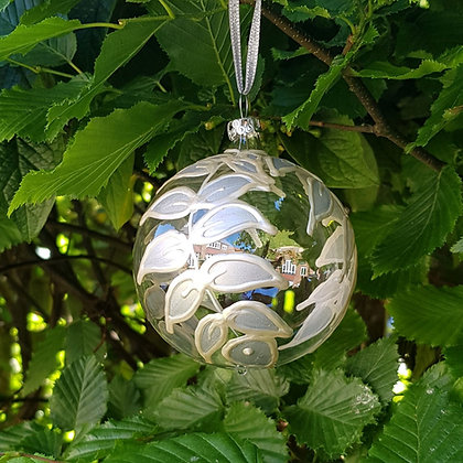 Bauble: Silver Leaves