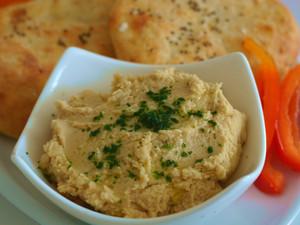 Schnelles Fladenbrot mit Hummus