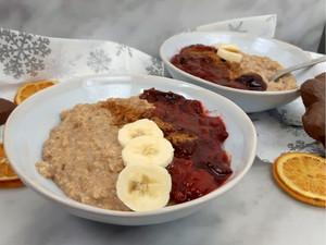 Lebkuchen Porridge mit Zwetschgenröster