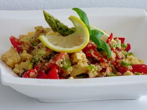 Mediterraner Couscous-Spargel Salat