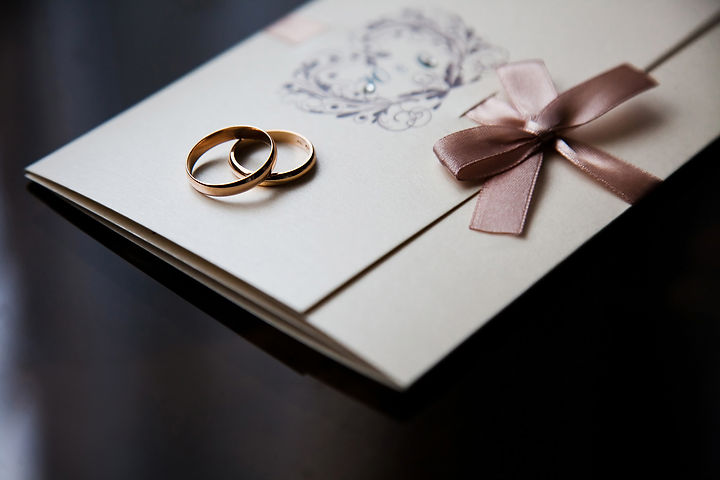 Wedding rings on the invitation card, ri