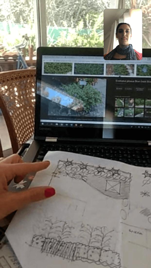 Yael Gossis via Skype com cliente numa consultoria de paisagismo internacional