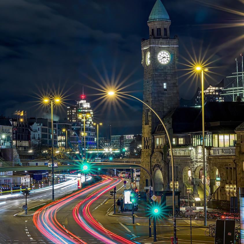 Leuchtspuren an den Landungsbrücken (1)