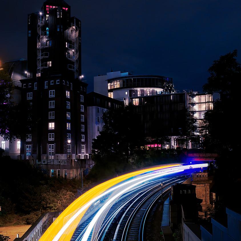 Leuchtspuren an den Landungsbrücken (2)
