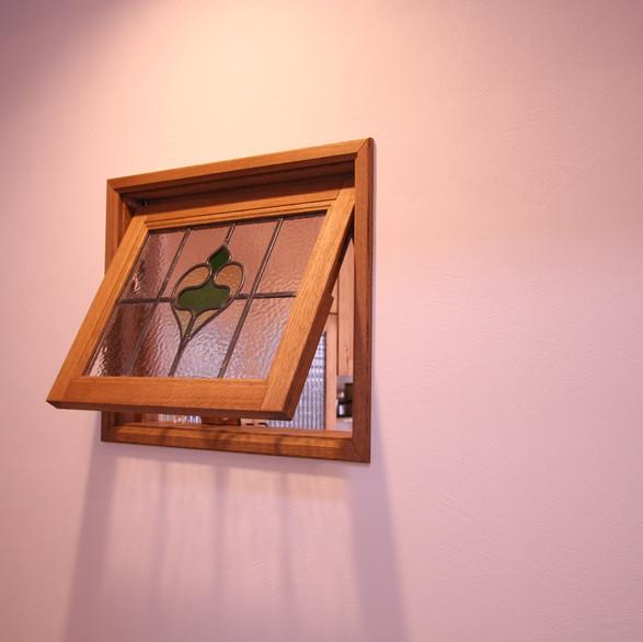 アンティークステンドの窓