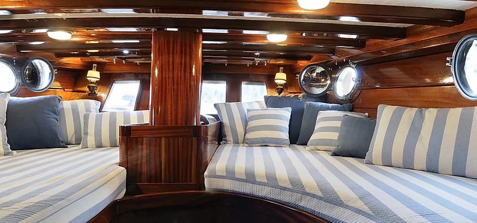 nautical-interiors.webp