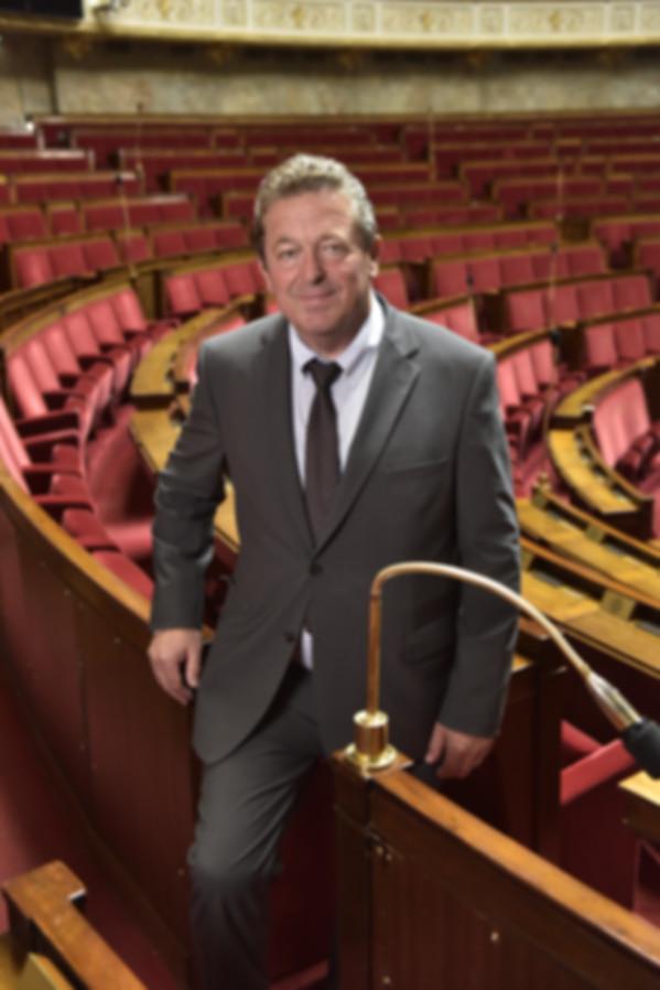 Jacques Cattin dans l'hémicycle de l'Assemblée nationale