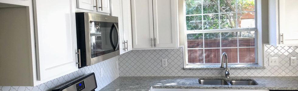Dallas Light Granite with White Shaker Cabinets