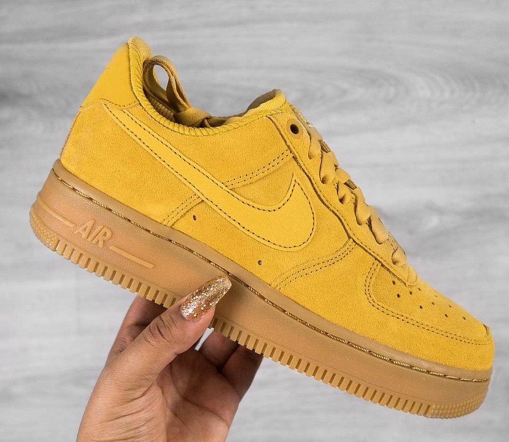 Nike Air Force 1 07 Mineral Yellow